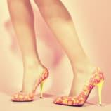 chaussure-talons-allongé-jambes
