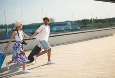 couple qui part en vacances