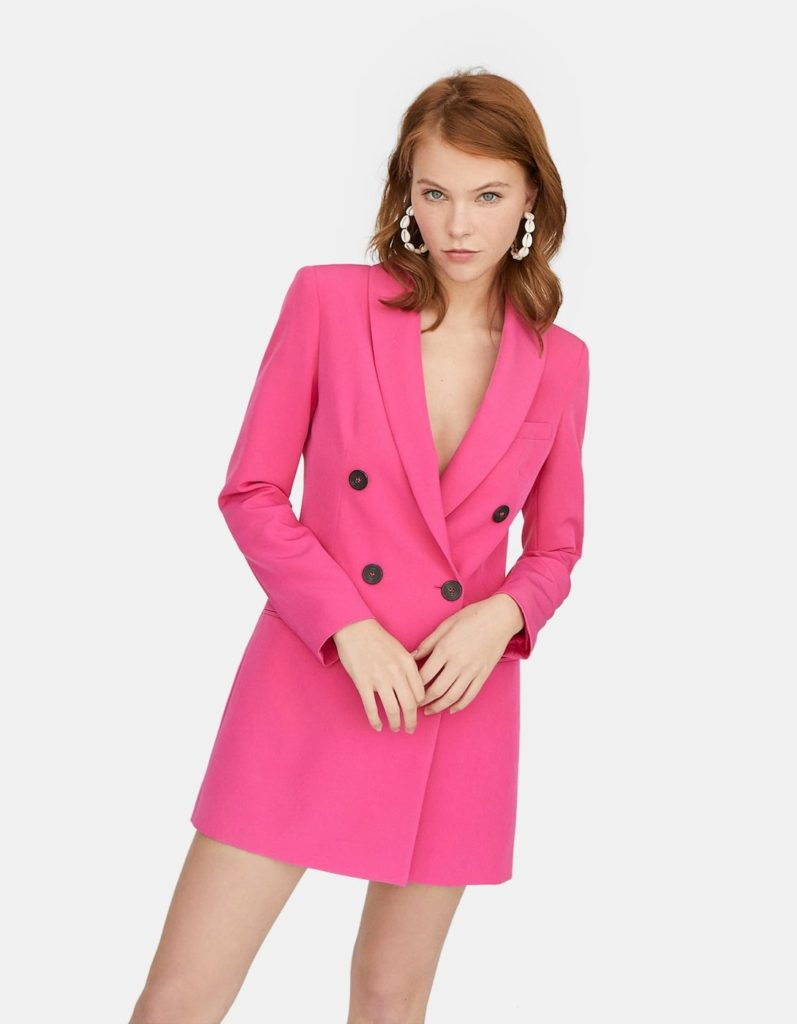 Robe blazer de la marque Stradivarius couleur rose.