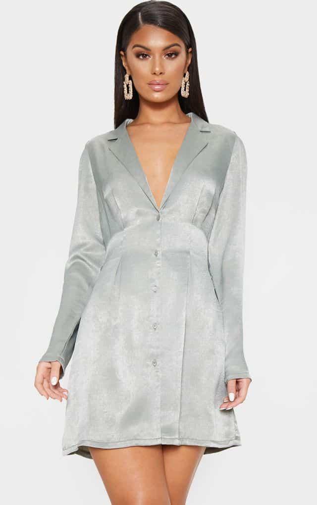 Robe Blazer  de couleur vert sauge, boutonnée à col de la marque Prettylittlething en promotion à -25%